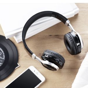 Kuulokkeet ja kaiuttimet